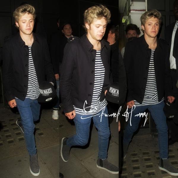04.05 - Niall à été vue quittant la boite Libertine à Londres.