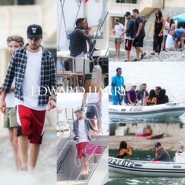 25.05 - Sophia et Liam et des amis ont été vus sur la place et sur un yacht à Eze sur mer en France.