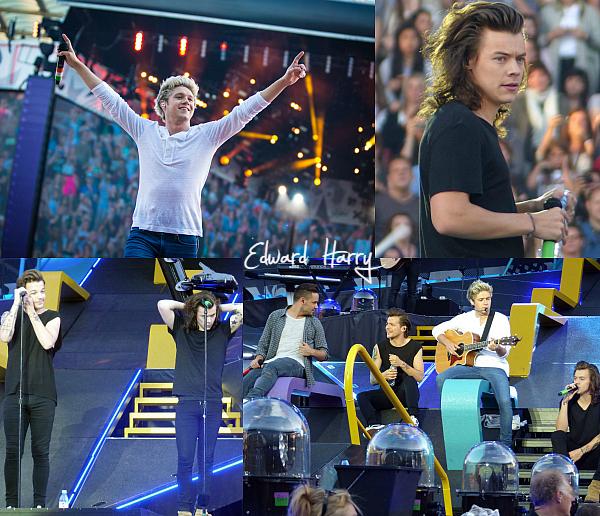 13.06 - Les One Direction interprétant leurs vingt-septième concerts pour la tournée le On The Road Again au stade Roi-Baudouin à Bruxelles en Belgique.