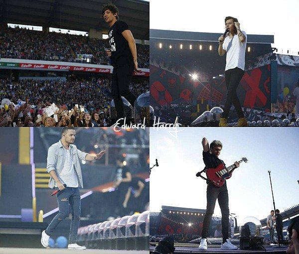 23.06 - Les One Direction ont été vus en arrivant à Gothenburg en Suède.