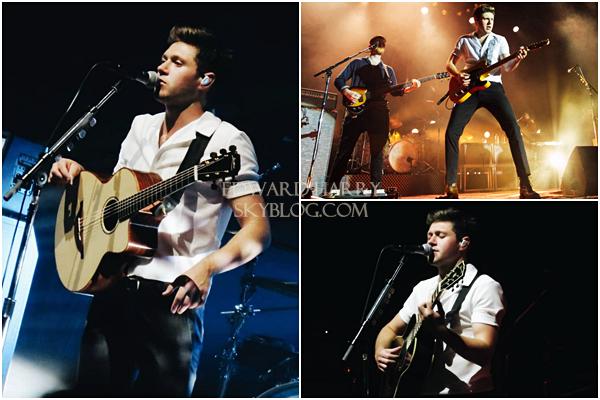 03.05 - Harry en concert au Singapour Indoor Stadium de sa tournée 'Live On Tour' à Kallang - Singapour :