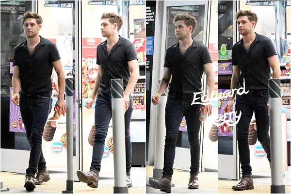 08.08 - Nial quittant une station dans le West Hollywood - Los Angeles :