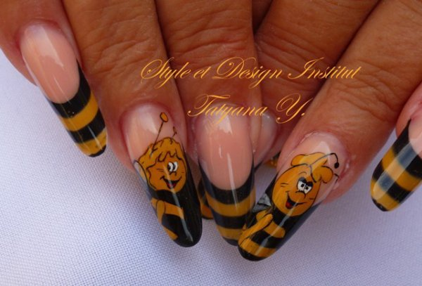 Maya L'abeille, construction Gel Uv