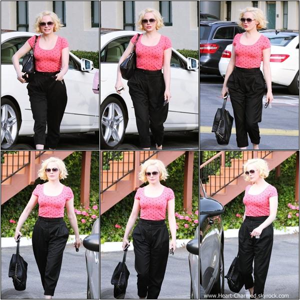 -     01/02/2013 : Rose quittant le salon de coiffure Drybar Salon à Los Angeles.  -