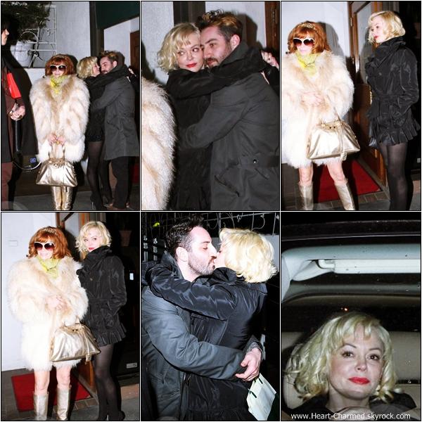 -     08/02/2013 : Rose quittant le restaurant Madeo avec des amis et son compagnon dans West Hollywood.  -