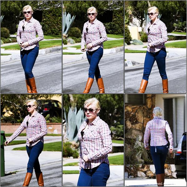 -     14/02/2013 : Rose se promenant dans les rues de Beverly Hills.  -