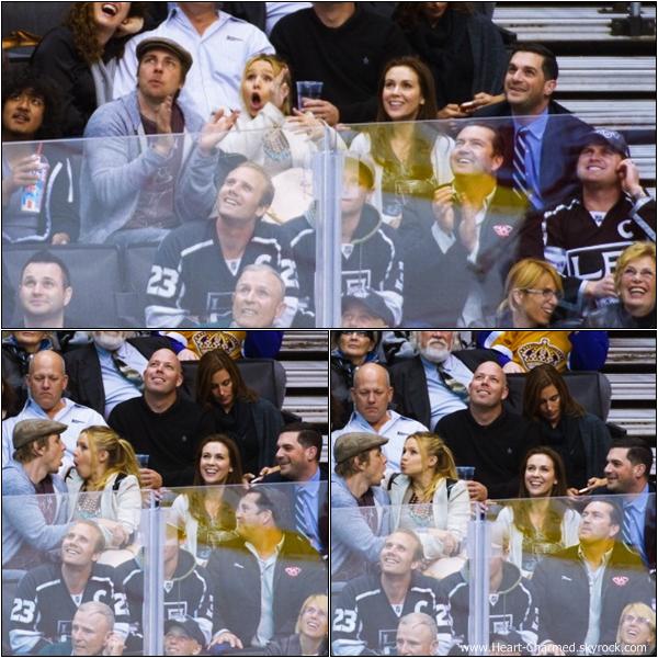 -     27/02/2013 : Alyssa et son mari David assistant au match Detroit Red Wings VS Los Angeles Kings  qui se déroulait à Los Angeles.  -