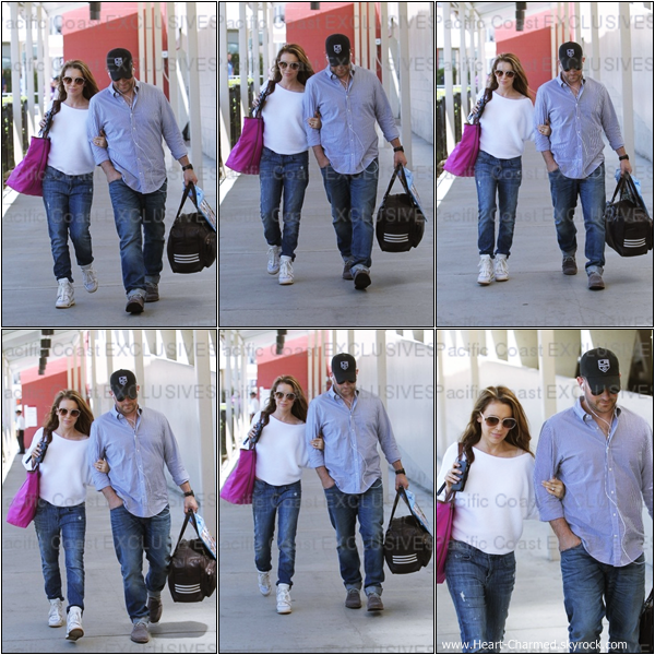 -    20/05/2013 : Alyssa et son mari David arrivant à l'aéroport LAX de Los Angeles.  -