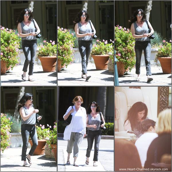 -    19/06/2013 : Shannen se promenant avec sa maman Rosa à Malibu.  -
