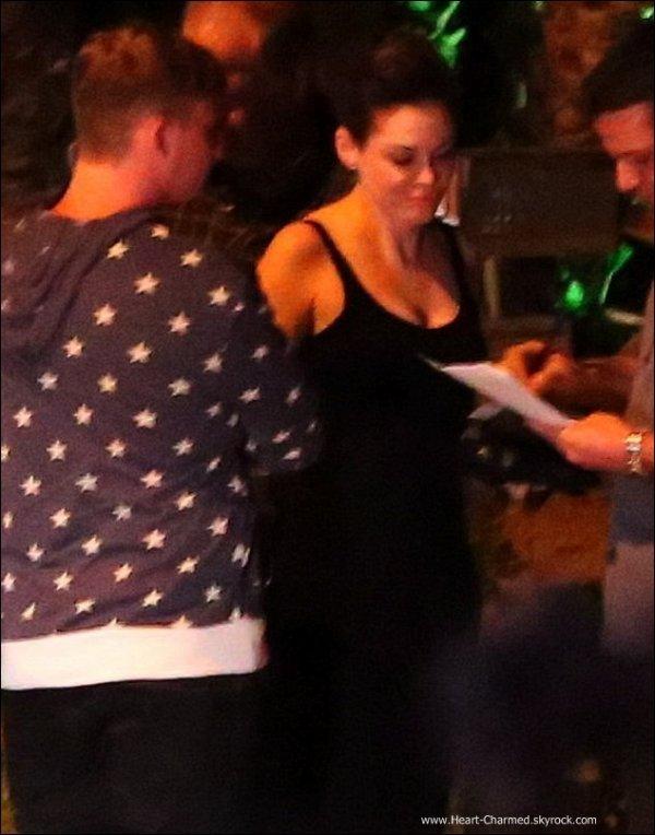 -    25/06/2013 : Rose quittant un restaurant avec quelques amis à Beverly Hills.  -