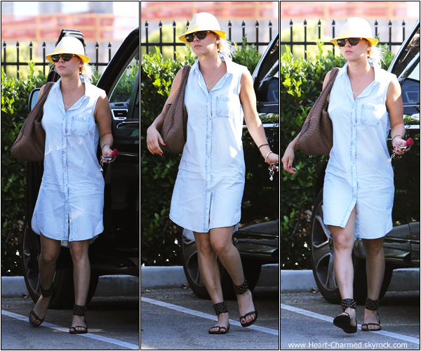 -    06/07/2013 : Kaley quittant le StarBucks à Sherman Oaks.  -