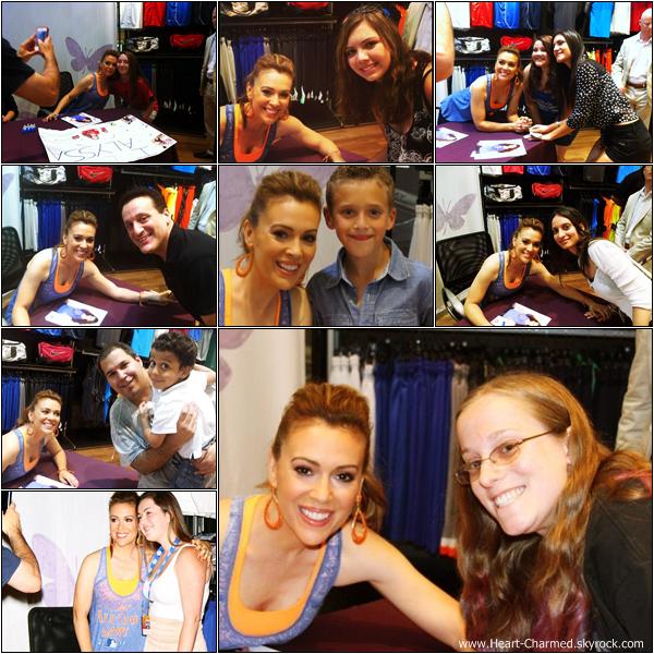 -    15/07/2013 : Alyssa faisant la promotion de sa ligne de vêtements Touch au magasin Modell's Sporting Goods à New-York.  -