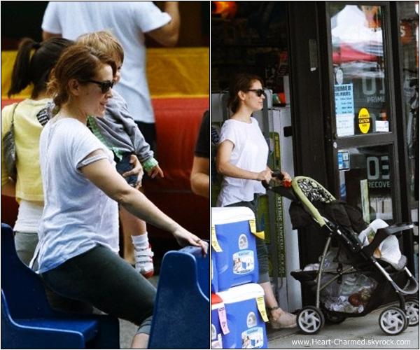 -    21/07/2013 : Alyssa se promenant avec sa petite famille à San Diego.  -
