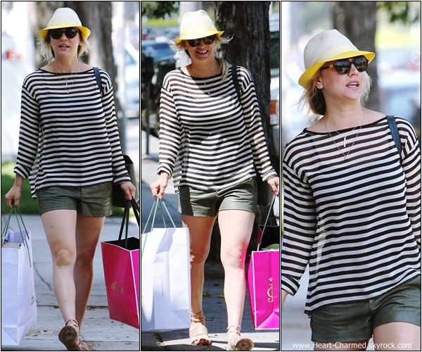 -    23/07/2013 : Kaley faisant du shopping à Beverly Hills.  -