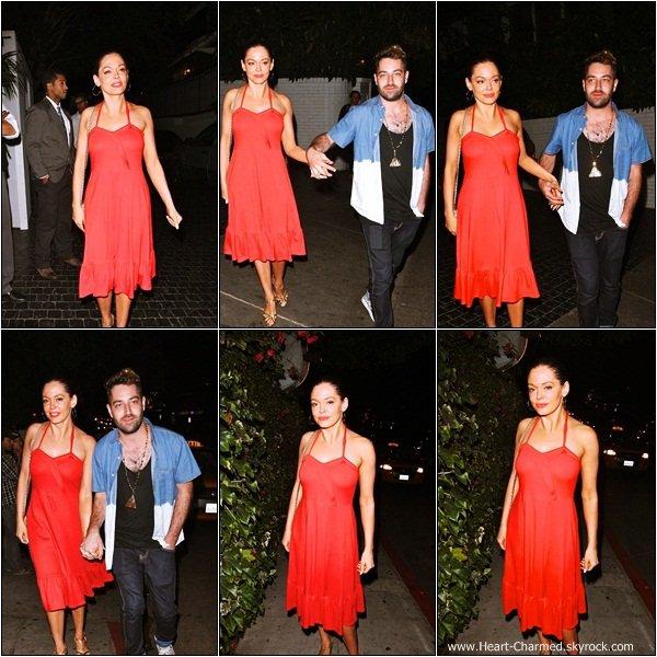 -    19/07/2013 : Rose et son fiancé Davey Detail quittant le Château Marmont à Los Angeles.  -