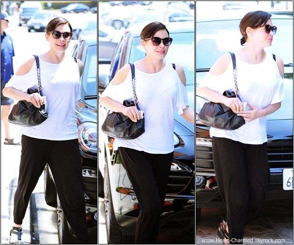 -    25/07/2013 : Rose se promenant dans les rues de Los Angeles.  -