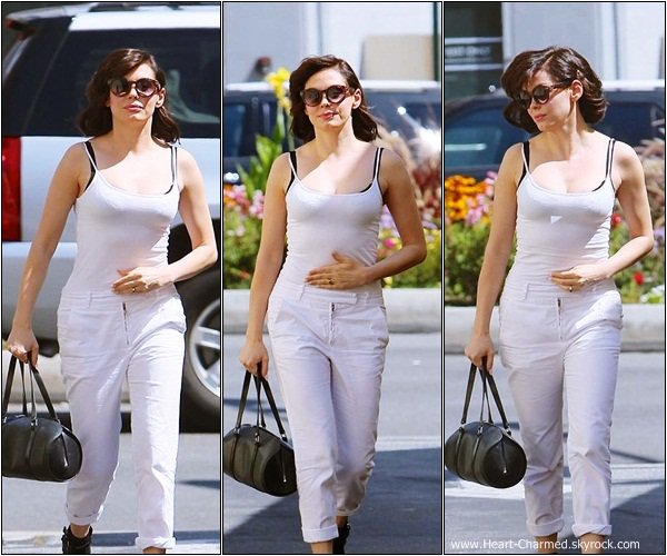 -    29/07/2013 : Rose quittant le salon de coiffure DryBar à Los Angeles.  -