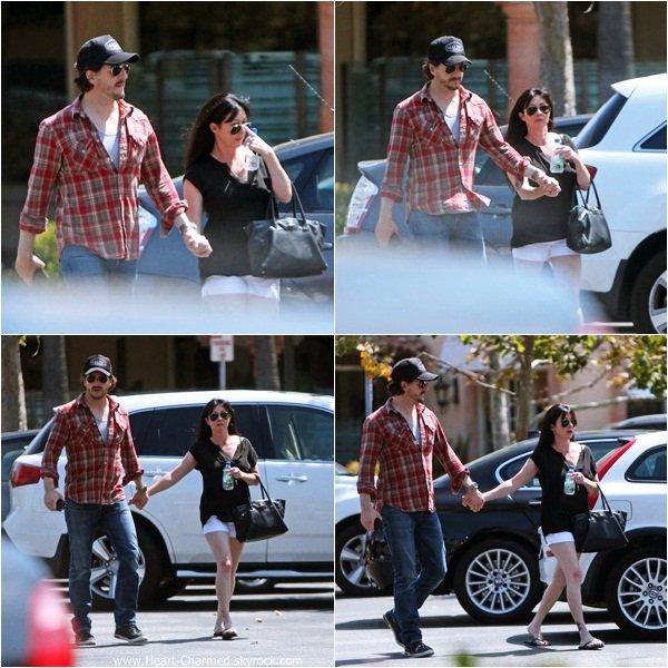 -    03/08/2013 : Shannen se promenant avec son mari Kurt à Malibu.  -