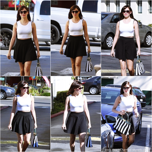 -    10/08/2013 : Rose quittant le salon de coiffure Drybar à Los Angeles.  -