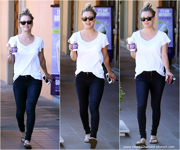 -    21/08/2013 : Kaley quittant Coffee Bean à Studio City.  -