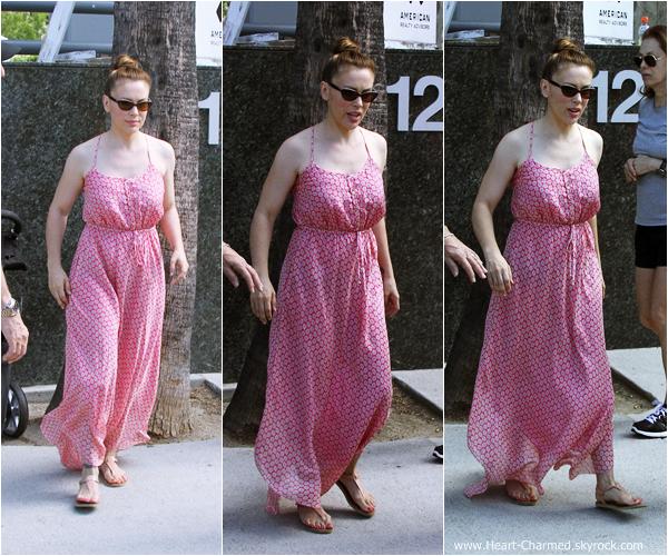 -    01/09/2013 : Alyssa se promenant avec sa famille à Los Angeles.  -