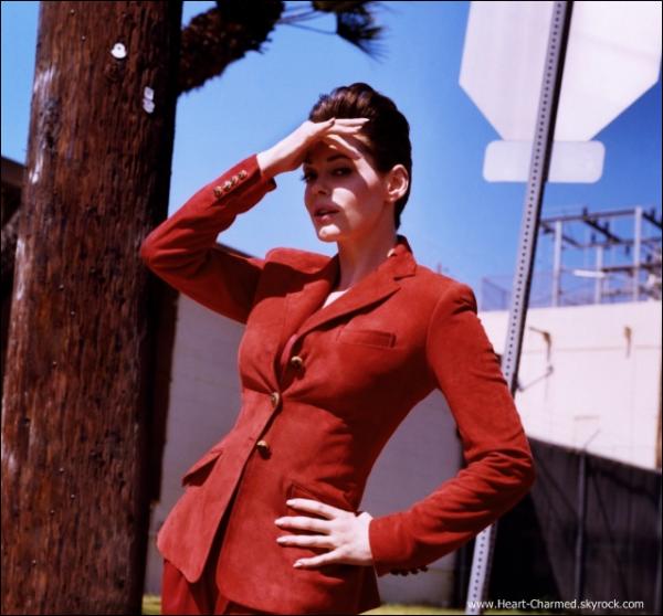 -    V Magazine : Découvrez la première photo du photoshoot de Rose pour le V Magazine réalisée par Jamie Hawkesworth.  -
