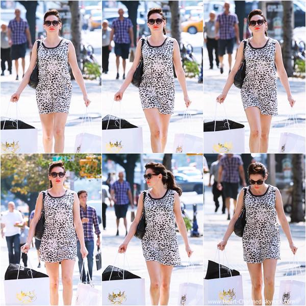 -    11/09/2013 : Rose faisant du shopping chez Blue & Cream à New-York.  -