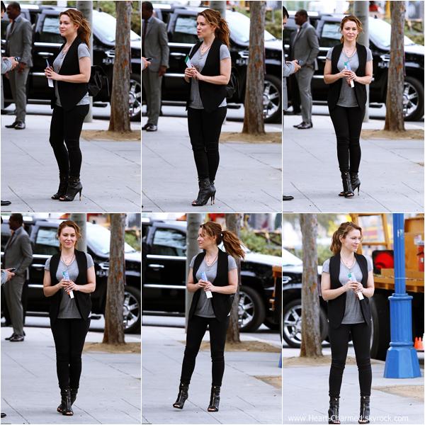 -    20/09/2013 : Alyssa et son mari David Bugliari dans les rues de Los Angeles.  -