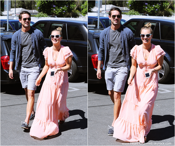 -    28/09/2013 : Kaley et son fiancé Ryan Sweeting se promenant dans Sherman Oaks.  -