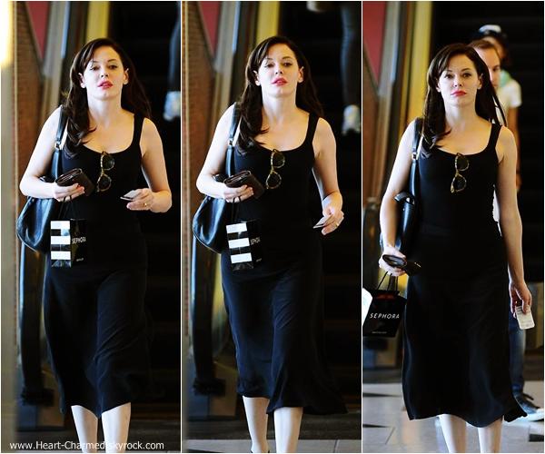 -    06/10/2013 : Rose quittant la boutique Sephora à Beverly Hills.  -