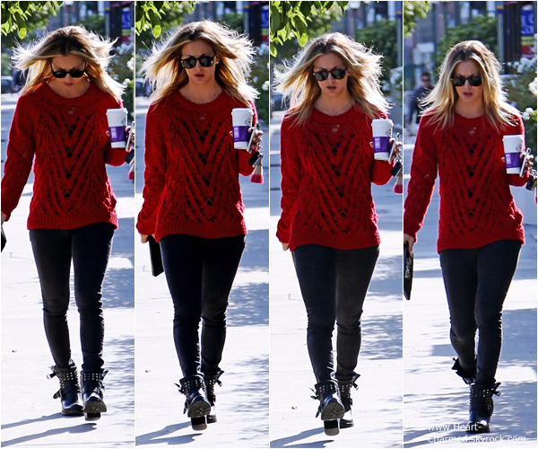 -    10/10/2013 : Kaley quittant un café à Los Angeles.  -