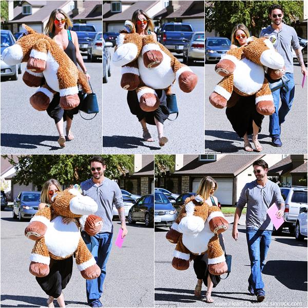 -    19/10/2013 : Kaley et son fiancé Ryan Sweeting arrivant à une fête d'anniversaire à Fillmore.  -
