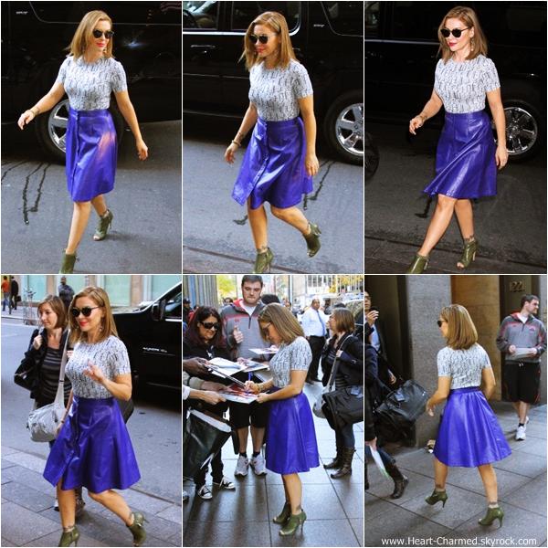 -    22/10/2013 : Alyssa arrivant dans les studios de la radio SiriuxXM à New-York.  -