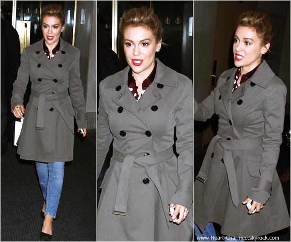 -    23/10/2013 : Alyssa arrivant aux studios de la chaîne NBC à New-York.  -
