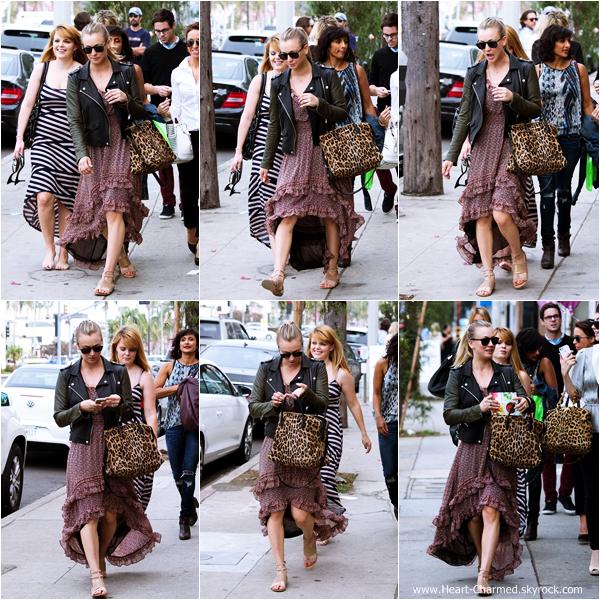 -    26/10/2013 : Kaley se rendant à la séance de dédicaces du livre de cuisine de son amie Haylie Duff dans West Hollywood.  -