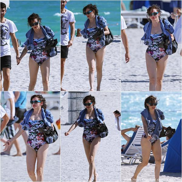 -    07/12/2013 : Rose et quelques amis profitant des plages de Miami Beach.  -