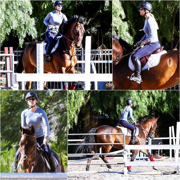 -    14/12/2013 : Kaley faisant de l'équitation à Simi Valley.  -