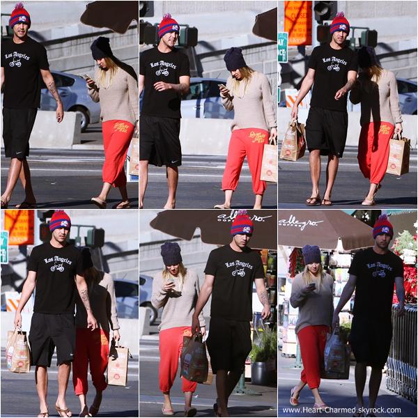 -    15/12/2013 : Kaley et son fiancé Ryan Sweeting de sortie dans les rues de Studio City.  -