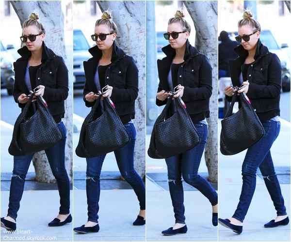 -    27/12/2013 : Kaley se promenant dans les rues de Los Angeles.  -