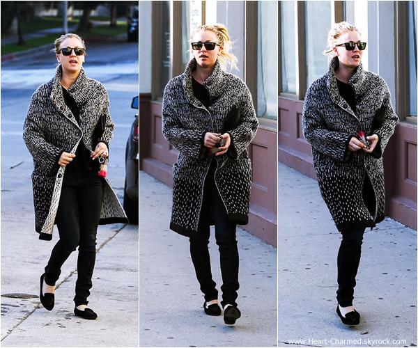 -    10/01/2014 : Kaley allant se chercher un café dans Sherman Oaks.  -
