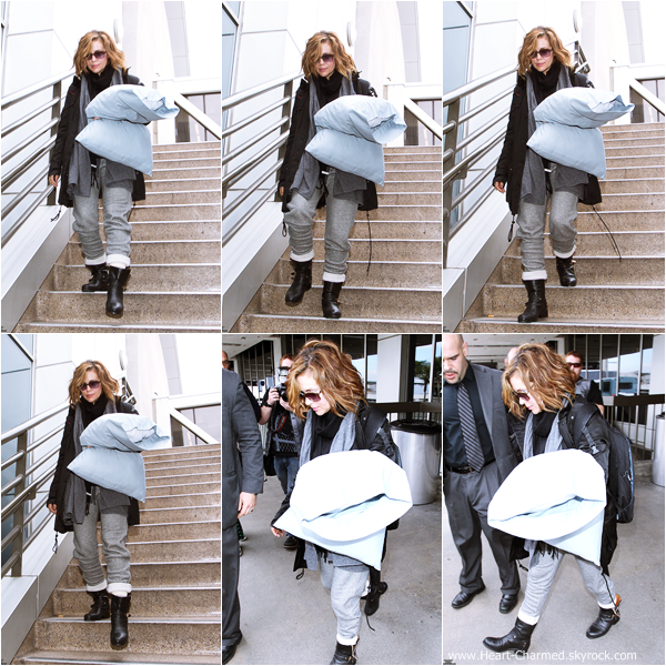 -    07/02/2014 : Alyssa arrivant à l'aéroport LAX de Los Angeles.  -