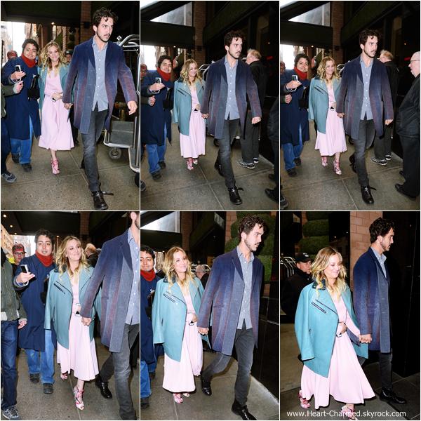 -    25/02/2014 : Kaley et son mari Ryan Sweeting se promenant dans les rues de New-York.  -