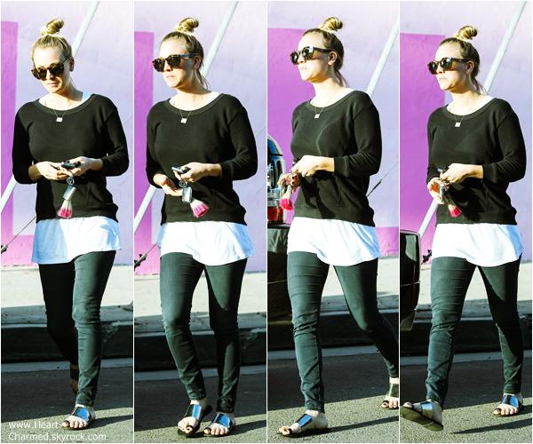 -    06/03/2014 : Kaley allant déjeuner avec des amies à Hollywood.  -