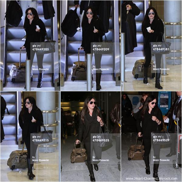 -    13/03/2014 : Shannen et sa maman Rosa arrivant à l'aéroport Charles de Gaulle à Paris.  -