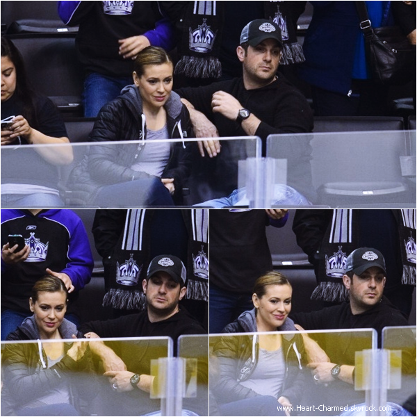 -    29/03/2014 : Alyssa et son mari David Bugliari assistant au match des L.A Kings à Los Angeles.  -