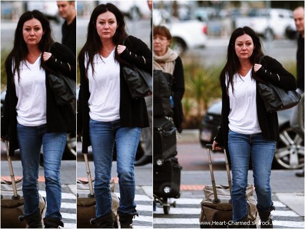 -    01/04/2014 : Shannen et sa maman Rosa arrivant à l'aéroport de Perth en Australie.  -
