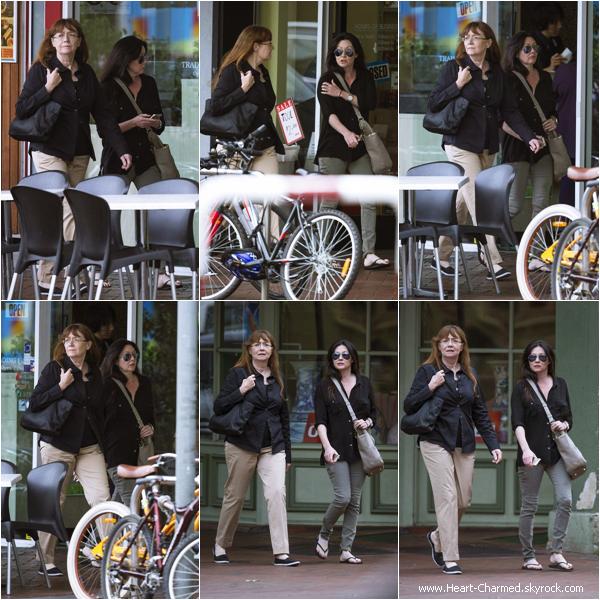 -    02/04/2014 : Shannen et sa maman Rosa se promenant dans les rues d'Adélaïde en Australie.  -