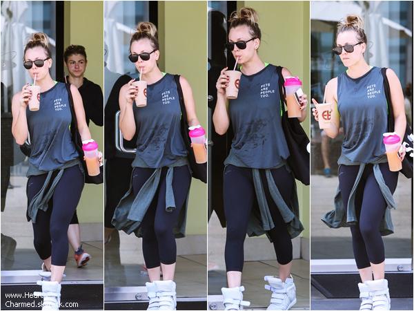 -    19/04/2014 : Kaley quittant le Earth Bar à Los Angeles.  -