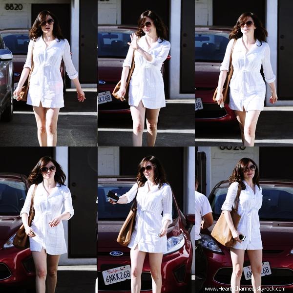 -    30/04/2014 : Rose quittant un salon de coiffure à Beverly Hills.  -