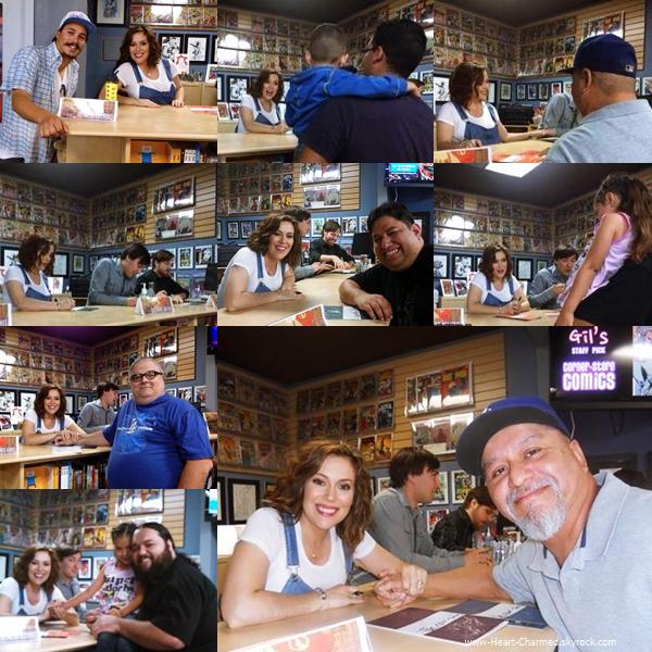 -    10/05/2014 : Alyssa signant quelques exemplaires de sa bande dessinée Hacktivist à quelques fans à Anaheim.  -
